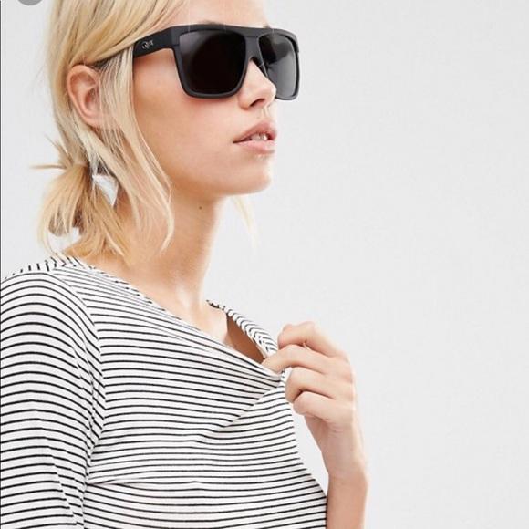 4968d16869e Quay Barnum Sunglasses. M 5ae915c631a376e7c3b5444b